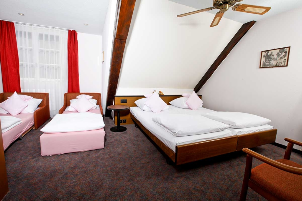 ROESLI GUEST HOUSE Zimmer 4 Personen