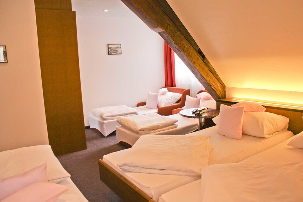 ROESLI GUEST HOUSE Zimmer 5 Personen