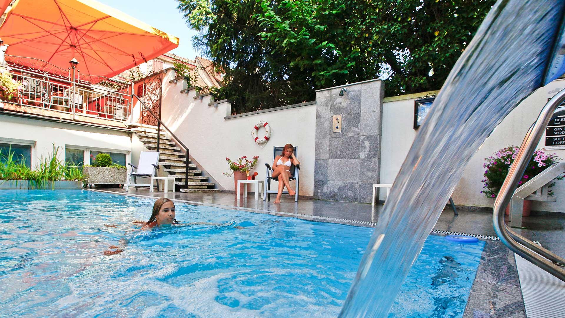 BASLERTOR_Summer-Pool_Hotel_Pool